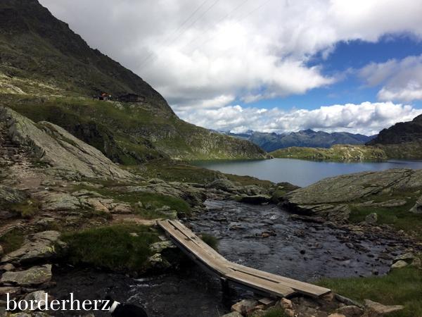 Wangenitzseehütte und See