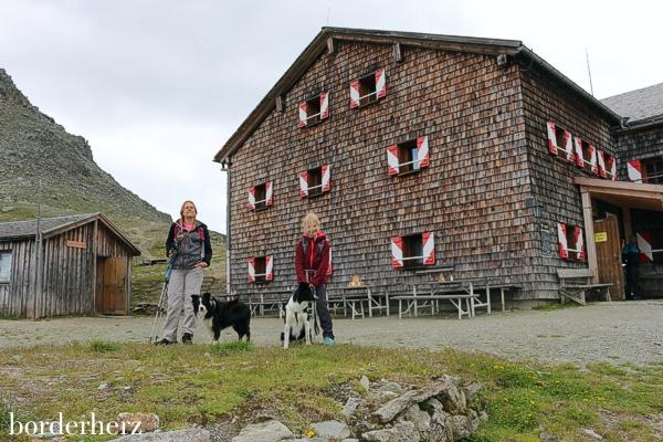 Glorerhütte mit Hund